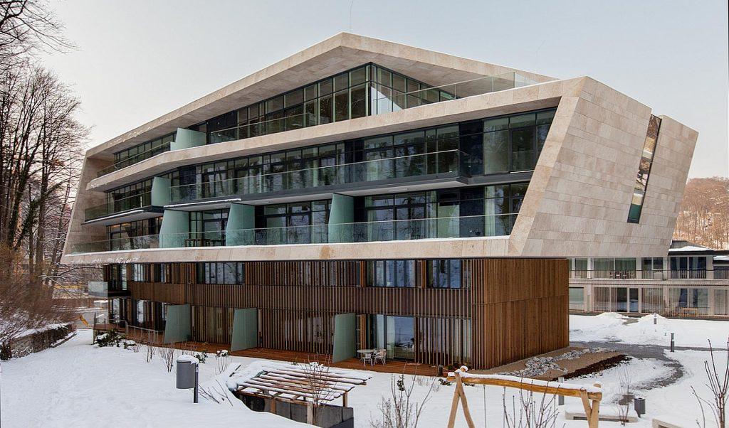 Fassade aus Jura-Gelb Wassergestrahlt